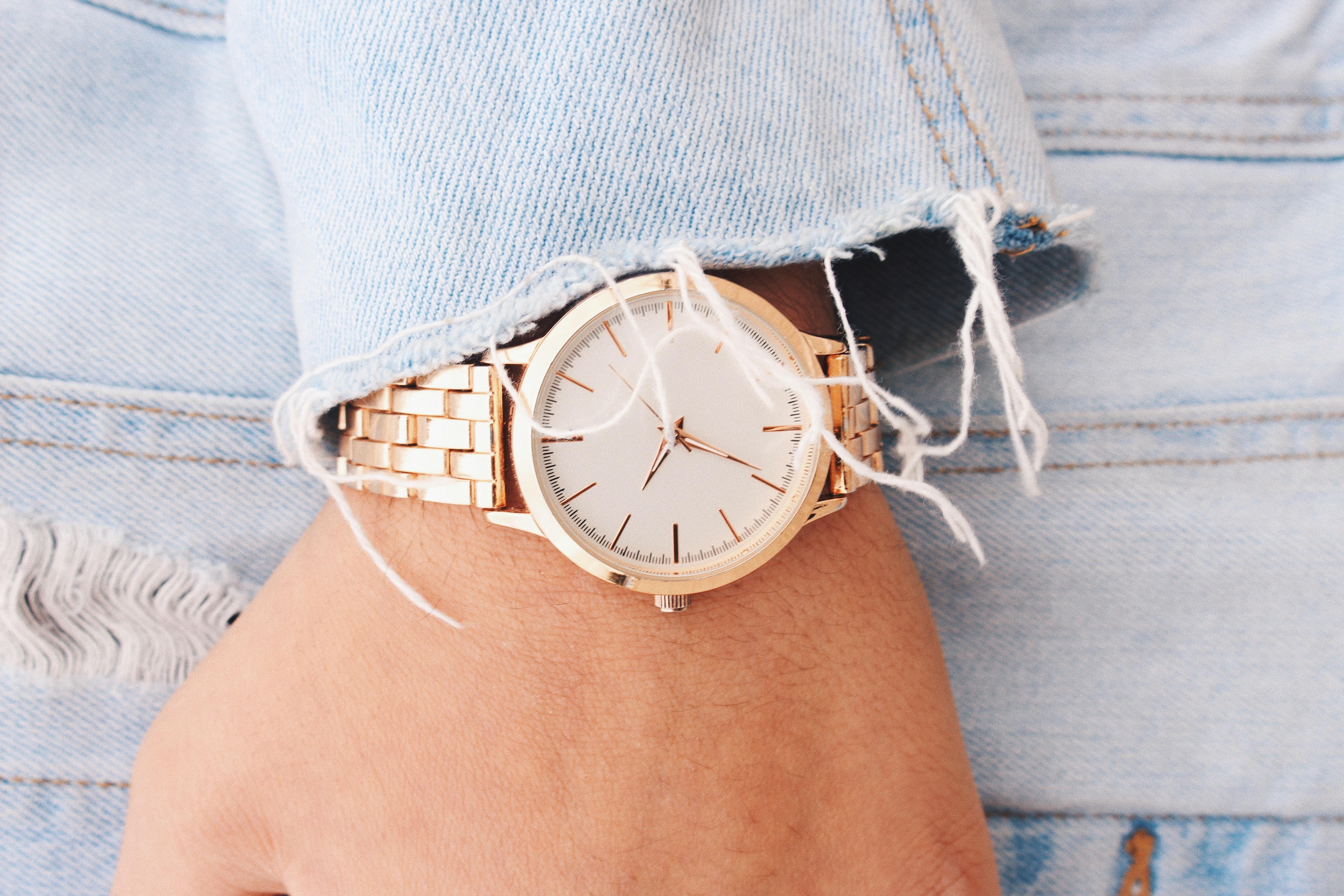 Jakie zegarki damskie są modne?