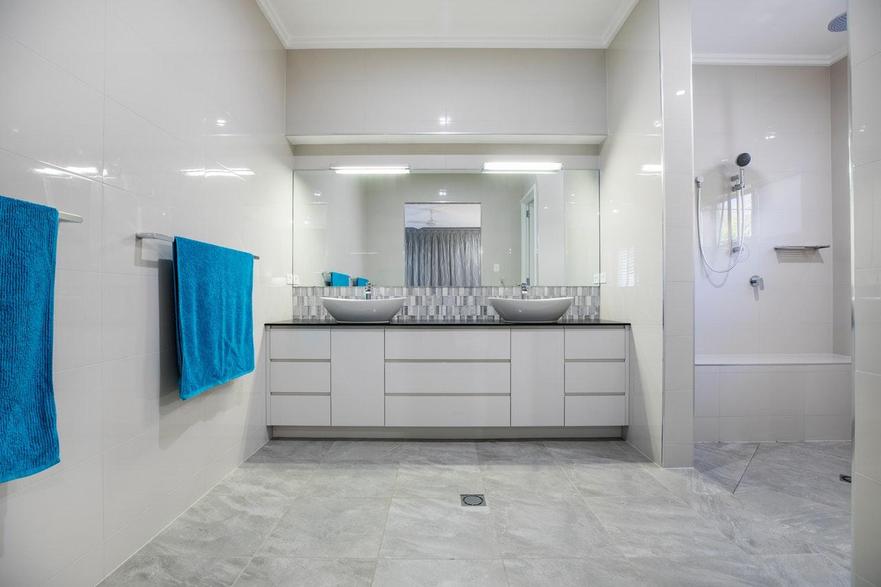 Jak wybrać płytki łazienkowe? podpowiadamy, na co zwrócić uwagę